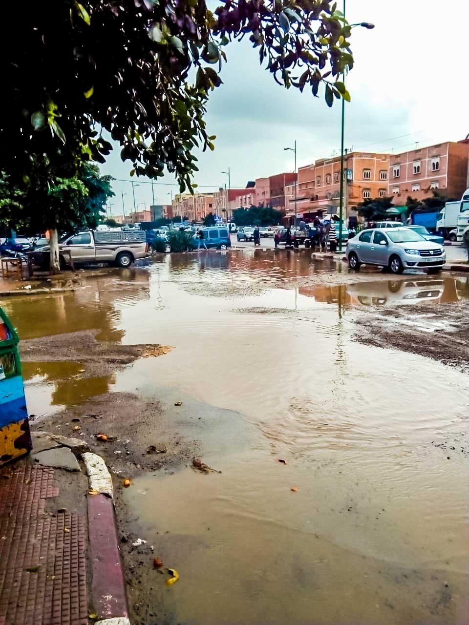 قطرات مطرية تغرق أحياءا باشتوكة بالمياه