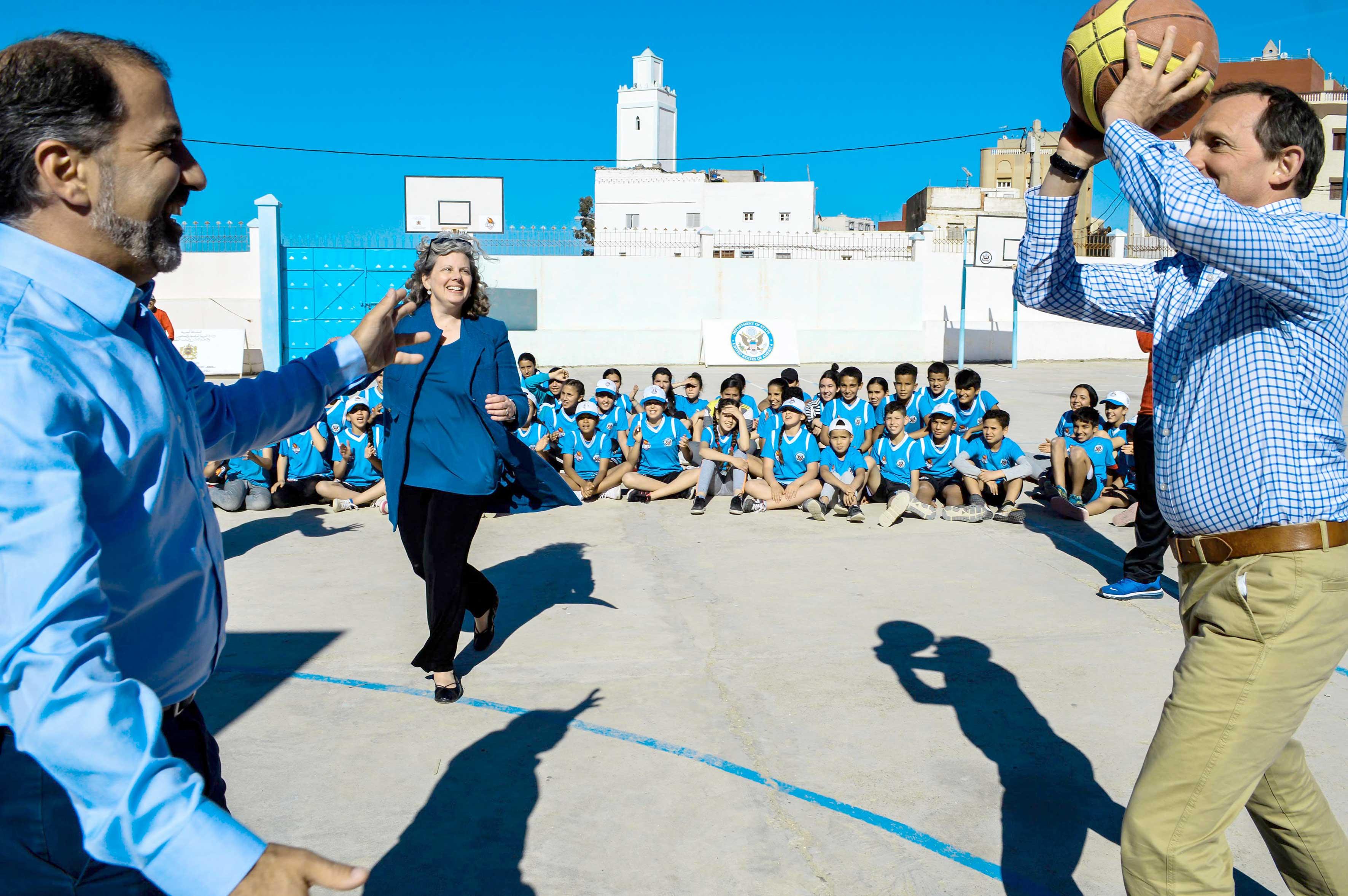 سفارة أمريكا بالمغرب تحتفي بذكرى إحداث مركز تيبو لتنمية مهارات الأطفال بالحسيمة