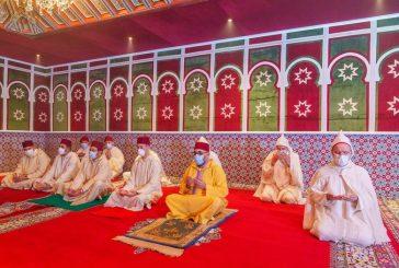 أمير المؤمنين صاحب الجلالة الملك محمد السادس يؤدي صلاة عيد الفطر المبارك
