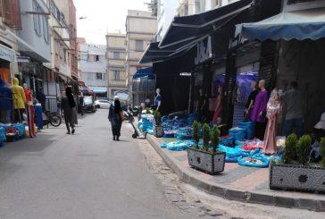 اختفاء أرصفة سوق القريعة بدرب السلطان والأحياء المجاورة